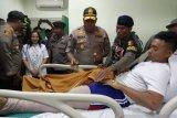 Kapolda Papua jenguk prajurit Brimob ditembak KKB