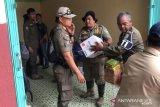 Korban banjir butuh baju dan  perlengkapan anak sekolah