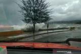 Di Kolaka, pelayaran dihentikan sementara karena tinggi gelombang 2,5 meter