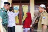 Pemerintah pasang stiker penanda rumah penerima bantuan PKH