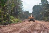 Proyek jalan menuju tambak udang kembali diperbaiki