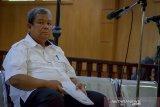 Terdakwa kasus dugaan suap pengadaan jasa konsultasi di Perum Jasa Tirta II yang juga mantan Direktur Utama Perum Jasa Tirta II Djoko Saputro menjalani sidang perdana dengan agenda pembacaan dakwaan di Pengadilan Tipikor, Bandung, Jawa Barat, Rabu (15/1/2020). Dalam sidang tersebut, jaksa penuntut umum KPK mendakwa Djoko telah merugikan negara sebesar Rp 4,7 miliar atas kasus suap pengadaan pekerjaan jasa konsultasi pada 2017. ANTARA JABAR/Raisan Al Farisi/agr