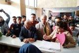 Tim hukum DPP PDI Perjuangan sambangi gedung KPK minta bertemu dewas