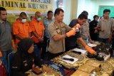 Amankan ratusan kilogram, Polda Sumbar tangkap dua penjual merkuri secara ilegal