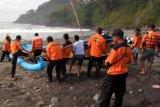 Pemancing hilang terseret ombak di Kebumen, Tim SAR gabungan dikerahkan