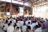 Kapolres Lingga berdiskusi dengan santri Ponpes BQ