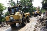 Dua unit alat berat dikerahkan bersihkan material banjir bandang Malalo (Video)