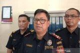 Realisasi penerimaan  bea cukai Palembang  surplus