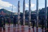 Prajurit Kodim dan warga Jayapura ramai-ramai cat Tugu Pepera