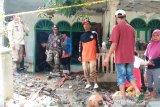 Cerita Tek Siti bertahan di warung sendirian menjelang banjir bandang menghantam