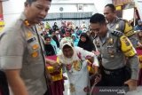 Polisi peduli sosial, salurkan zakat mal ke masyarakat Solok