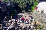 Ratusan warga Yogyakarta bersihkan sampah di hilir Sungai Buntung
