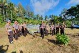 Polres Tomohon tanam seratus pohon dukung program penghijauan