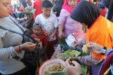 Ganjar hadiri  Festival Nasi Pagar di Grobogan dengan bersepeda