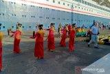 Kegiatan penumpang Kapal Pesiar MV Boudicca sebelum kembali berlayar ke Bali