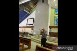 Plafon Gereja MKK Jakarta ambrol diduga karena rembesan air hujan