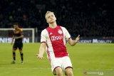 Donny van de Beek bantah telah  sepakat untuk gabung Madrid