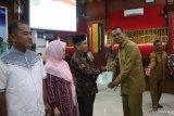 Wako Pariaman serahkan ratusan sertifikat tanah program PTSL 2019