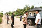 Gubernur minta Dinas PUBM segera perbaiki jalan desa