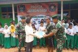 TNI-Yayasan Terang berikan bantuan jamban untuk warga di perbatasan