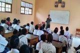 Babinsa ajarkan wawasan kebangsaan ke pelajar SMP Distrik Kimaam.