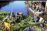 TNI bakti sosial bersihkan Sungai Mahakam
