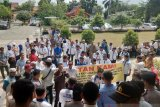 Pengurus RT/RW Pekanbaru demo tuntut insentif yang nunggak tiga bulan