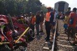 KA Kaligung Tegal-Semarang tabrak mobil, dua korban tewas