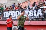 Pelatih Timnas U-16, Bima Sakti meluapkan ekspresi seusai pemain Timnas U-16 mengalahkan tim PSBK Blitar U-17 di Stadion Gelora Delta Sidoarjo, Jawa Timur, Kamis (23/1/2020). Timnas Indonesia U-16 berhasil mengalahkan tim PSBK Blitar U-17 dengan skor akhir 5-1 Antara Jatim/Umarul Faruq/zk