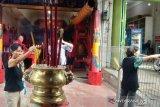 Warga Tionghoa Makassar panjatkan doa di Klenteng jelang Imlek 2571