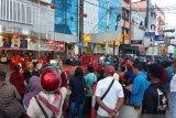 Atraksi barongsai Imlek jadi tontonan warga Jayapura