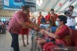 Bandara Samrat Manado rayakan Imlek bersama penumpang