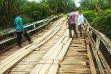 Legislator Kotim prihatin jembatan desa ini rawan ambruk