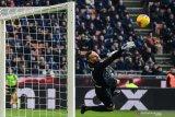 Kiper Inter alami patah jari saat berlatih