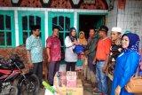 Pemkab Pessel serahkan bantuan kepada korban banjir dan longsor