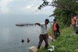 Tim penyelamat cari tersangka pengedar narkoba yang meloncat ke Danau Singkarak