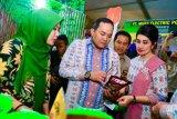 Warga Musi Banyuasin pasarkan kerupuk biji karet untuk menambah pendapatan