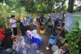 Universitas Bosowa bantu warga kembangkan biopori dan komposter rumahan