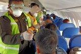 Pemeriksaan penumpang dari Tawau di pesawat