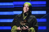 Billie Eilish raih lima Grammy Awards di usia 18 tahun