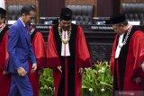 Anwar Usman keluhkan anggaran 2020 MK di depan Presiden