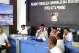 Cek perkembangan banjir, Wali Kota Padang lakukan telekonferensi dengan camat dan lurah