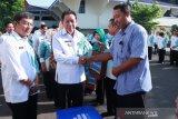 Pedagang ikan menerima bantuan 40 tempat penyimpanan ikan beku