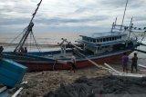 15 kapal milik nelayan Agam rusak dihantam gelombang