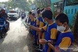 Murid-murid SD Negeri Borong lakukan aksi peduli bahaya virus corona