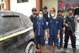 Taruhan pilkades dibatalkan, pelaku bakar mobil korban di Parakan