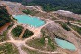 Foto aerial kawasan bekas tambang batu bara yang terbengkalai di Desa Suo-suo, Sumay, Tebo, Jambi, Kamis (30/1/2020). Tambang yang dibuka sejak lebih sepuluh tahun lalu oleh beberapa perusahaan swasta itu kini terbengkalai. ANTARA FOTO/Wahdi Septiawan/ama.