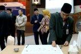 Komitmen wujudkan zona wilayah bebas korupsi, Kepala BKKBN Kalteng cap jempol darah