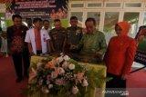 Gubernur Longki Djanggola resmikan gedung RSUD Madani