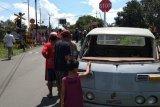 Pikap tertabrak kereta api, dua penumpangnya luka berat